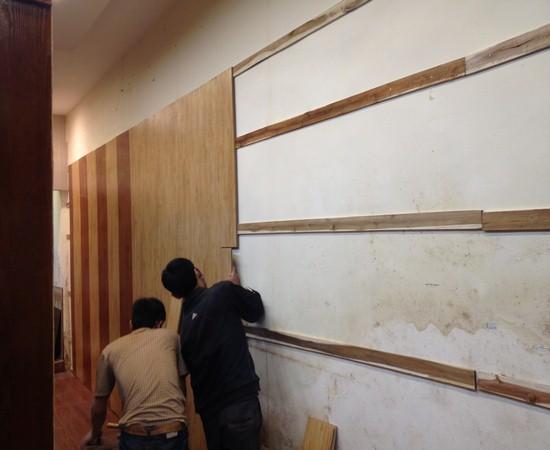 ốp gỗ cho tường nhà cũ