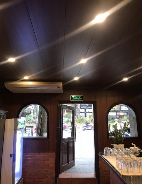 không gian nhà hàng thật sang trọng