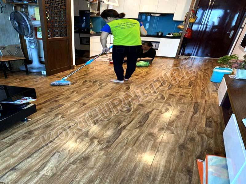 các vệ sinh sàn gỗ công nghiệp