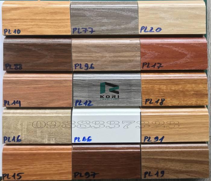 Giá phào chân tường gỗ công nghiệp