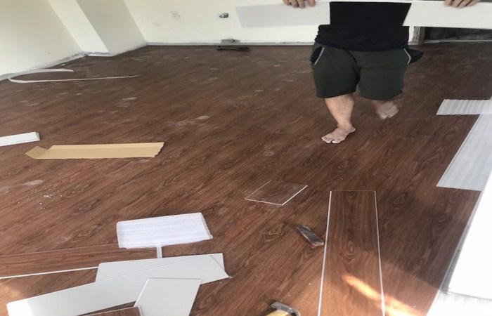 tư vấn sàn nhựa giả gỗ, lắp đặt sàn nhựa vân gỗ giá rẻ,