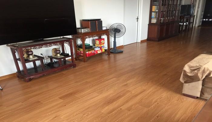 sàn nhựa giá rẻ tại hà nội, báo giá sàn nhựa hèm khóa tại hà nội, làm sàn nhựa giả gỗ tại hà nội,