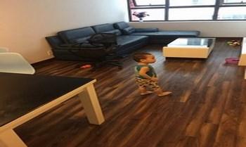 sàn gỗ vinasan màu tối