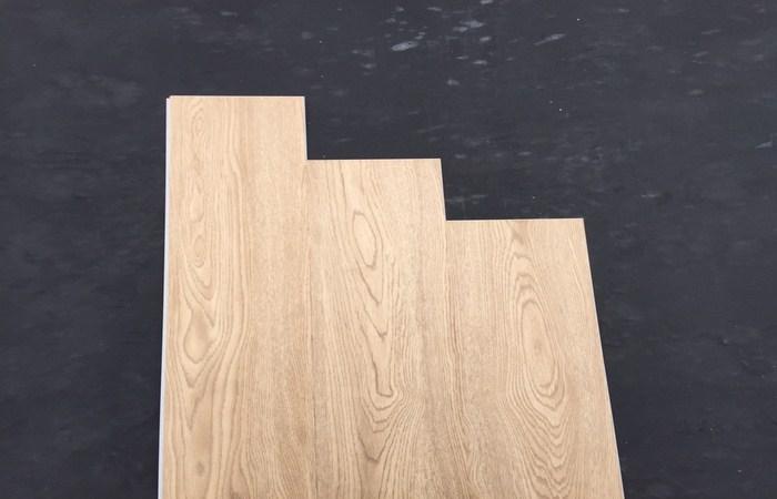 báo giá sàn nhựa vân gỗ, thanh lý miếng dán sàn nhựa vân giả gỗ,