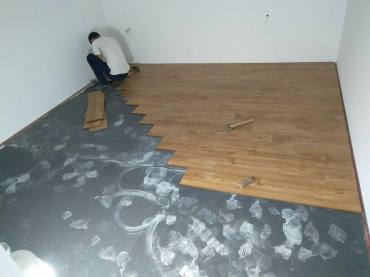 thợ thi công ván sàn công nghiệp thái lan, báo giá sàn gỗ công nghiệp 12mm,