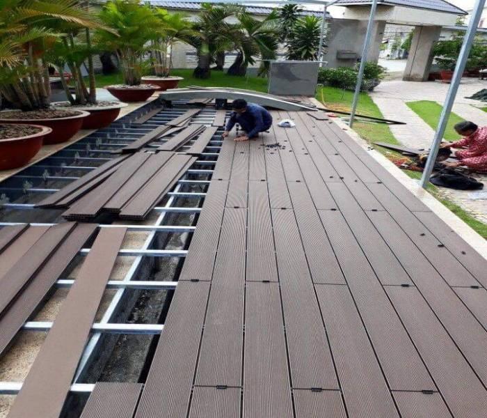 Thi công sàn gỗ nhựa ngoài trời